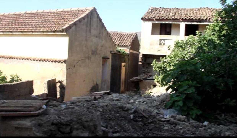 En face de l'ancienne mosquee